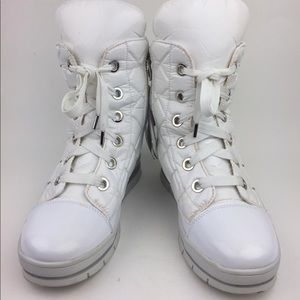 Jog Dog Waterproof Quilted Lace-Up Boot sz 9